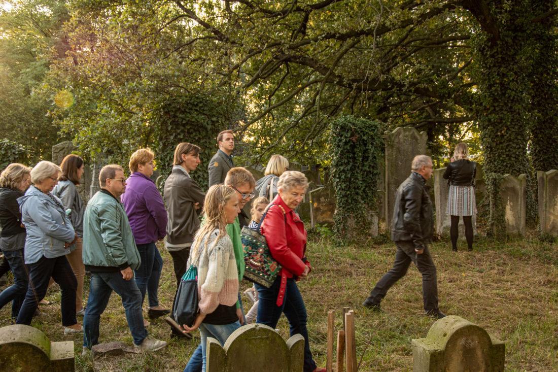 zwiedzanie cmentarza żydowskiego w Koźminie